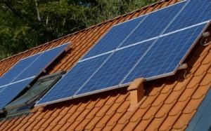 Polykrystallinske solceller på parcelhus